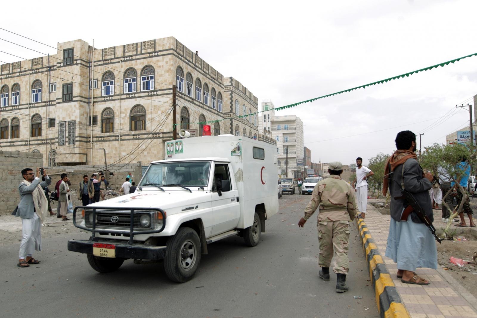 Yemen conflict Houthi rebels red crescent