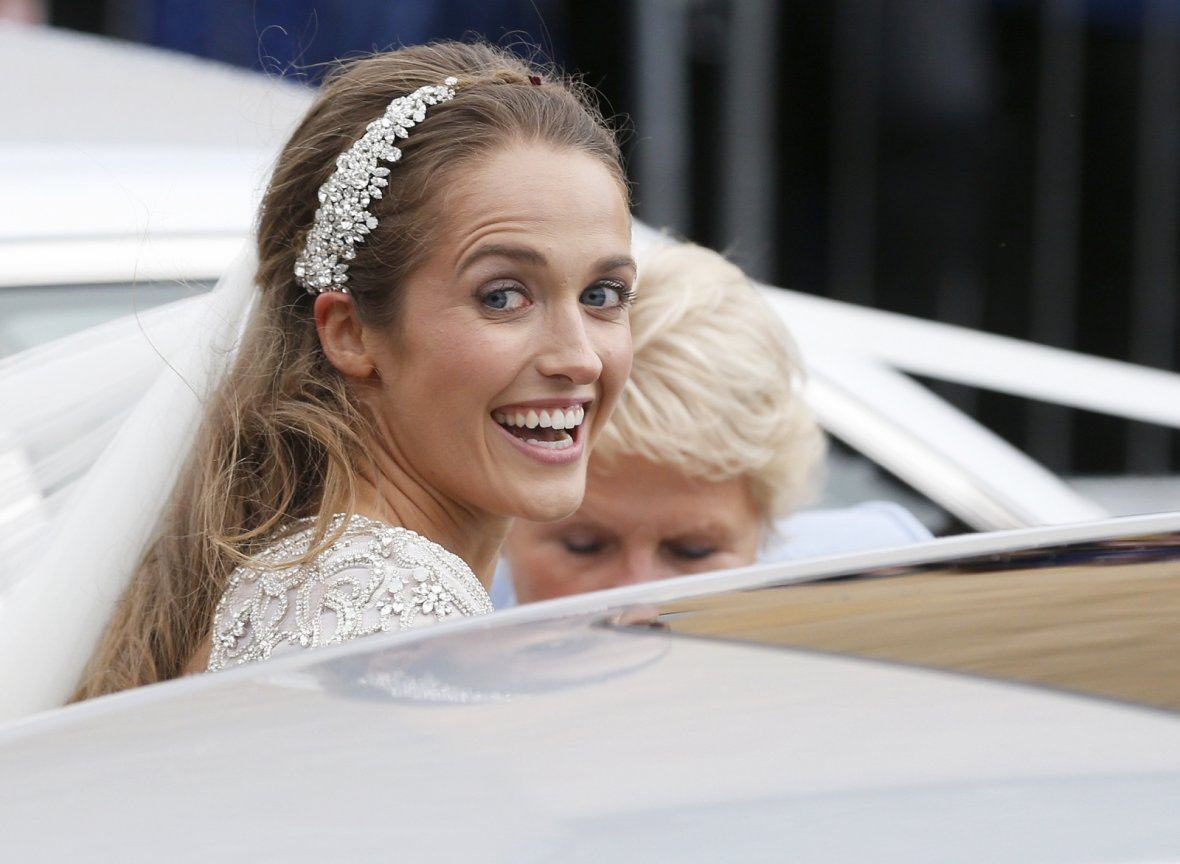 Kim Sears arrives for her wedding