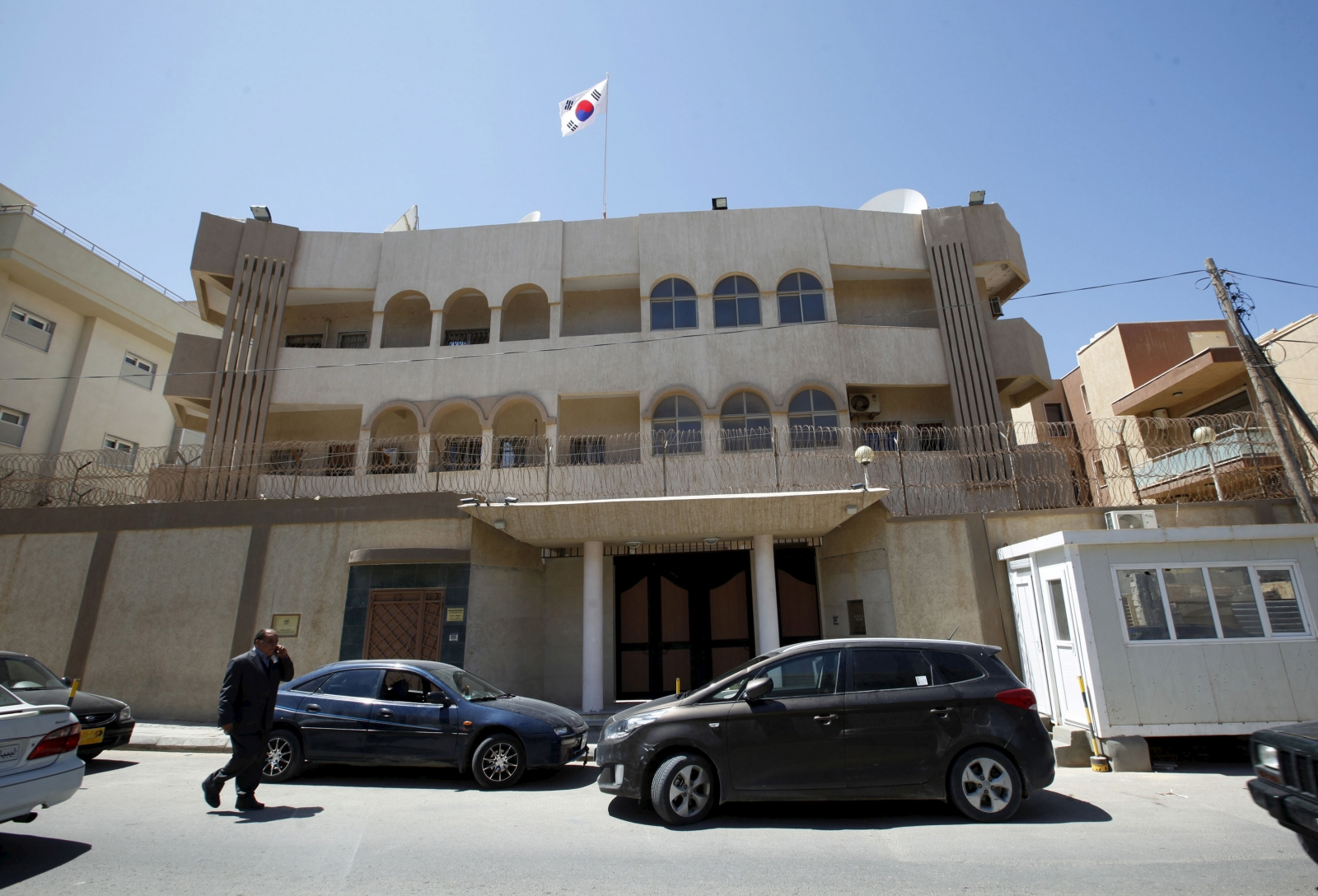Isis attack embassies in Libya