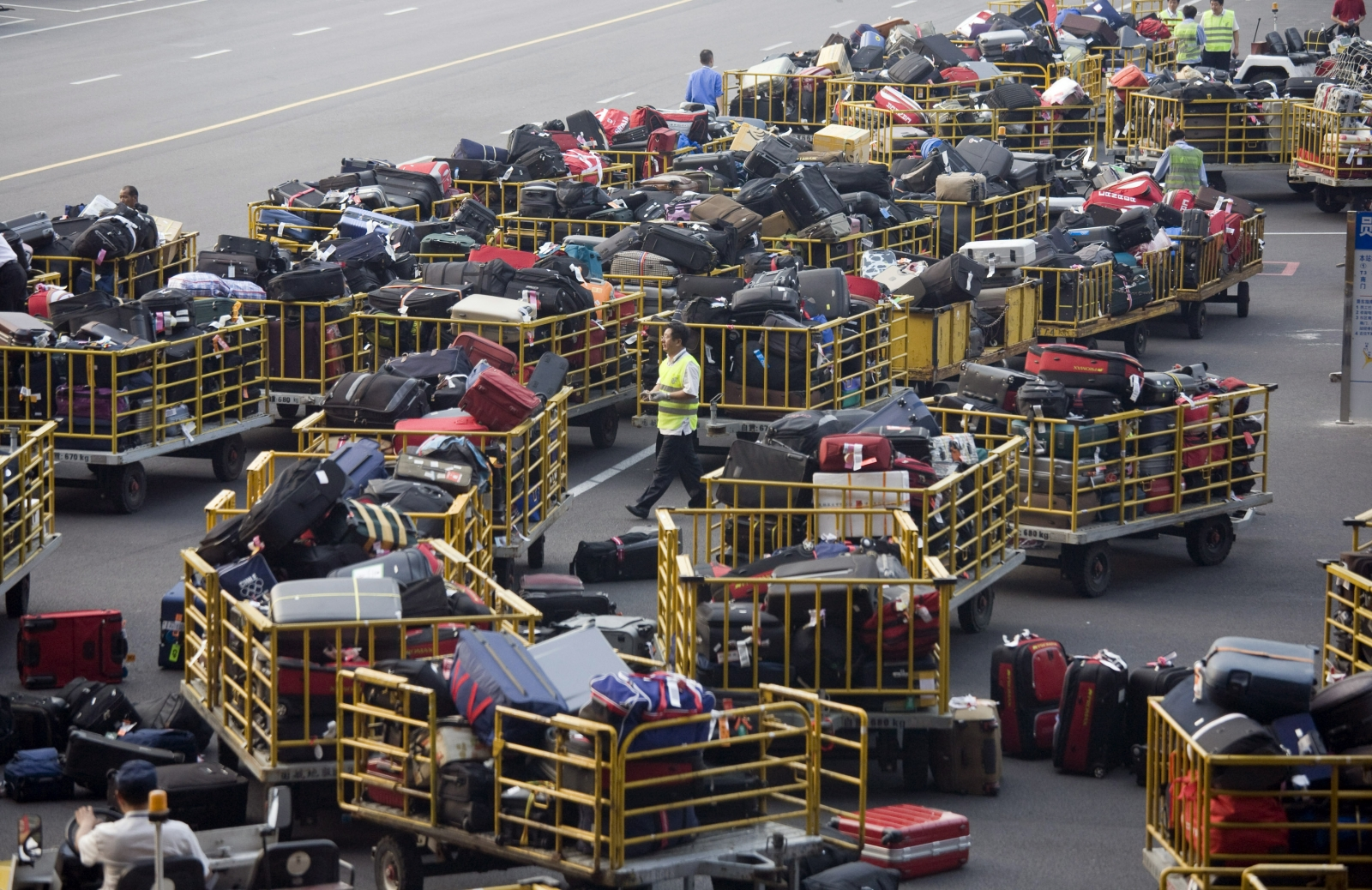 Theiving baggage handlers exposed at Miami airport
