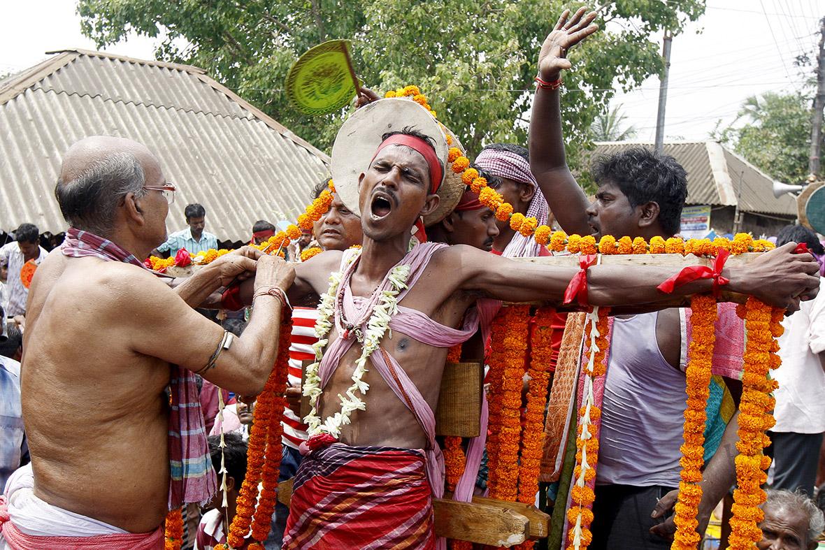 Indias Gajan Hindu Festival Piercings, Hot Coals -8412