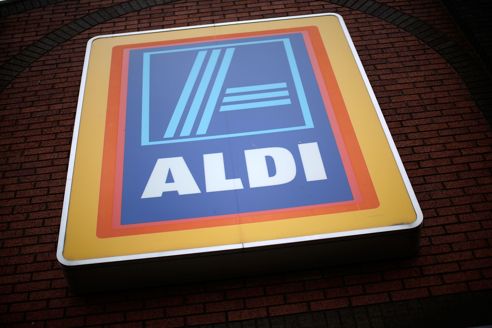 Aldi raiders pointed gun at child