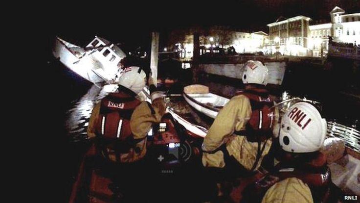 Floating restaurant in Richmond sinks