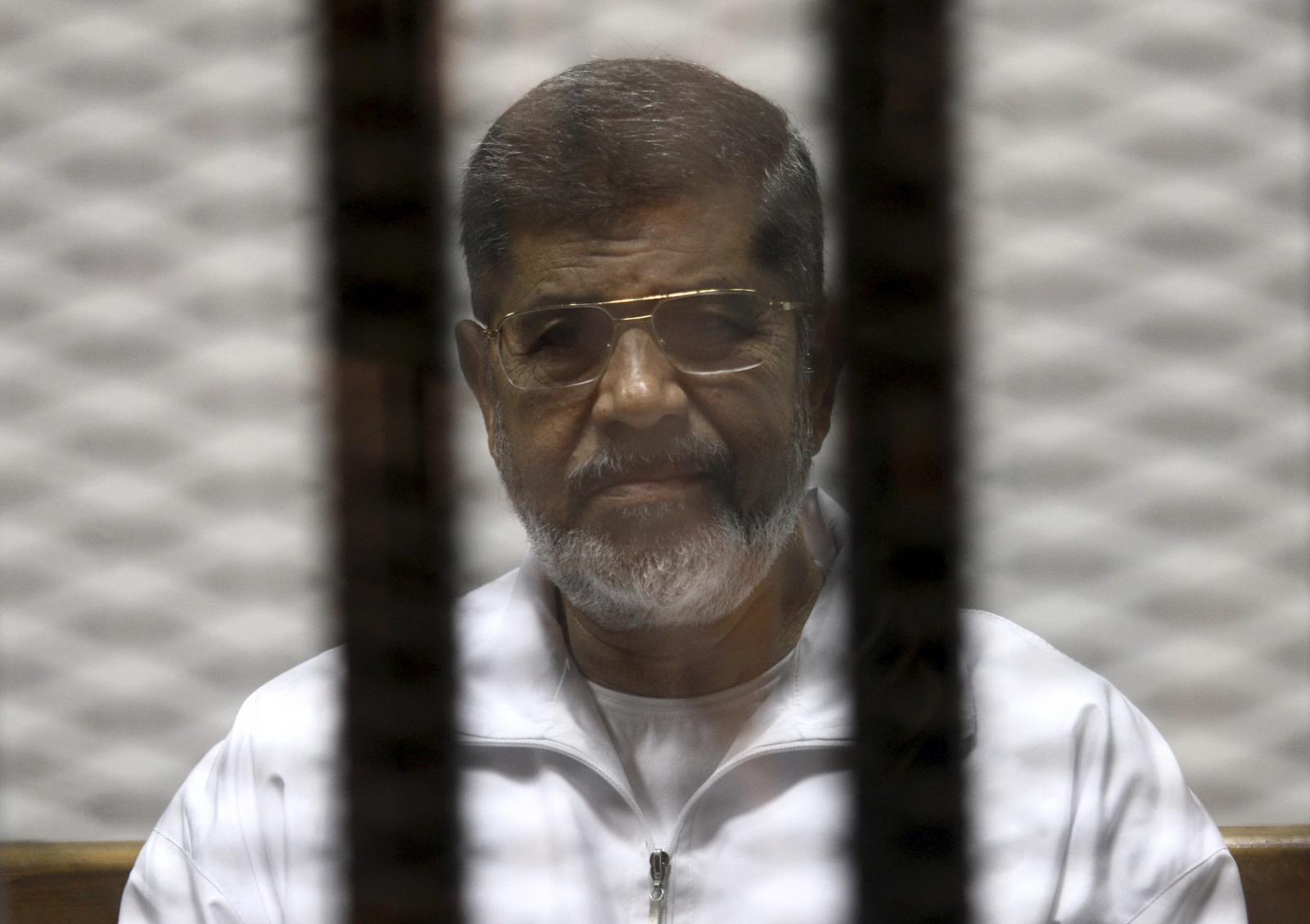 Egypt court overturns death sentence against former president Morsi