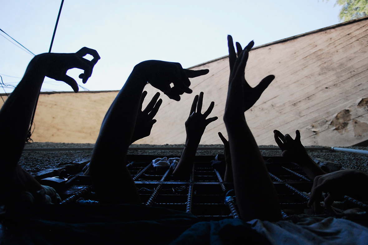 MS13 and other Gangs' Gestures | A Nice Gesture by Jeroen Arendsen
