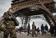 French army Eiffel tower