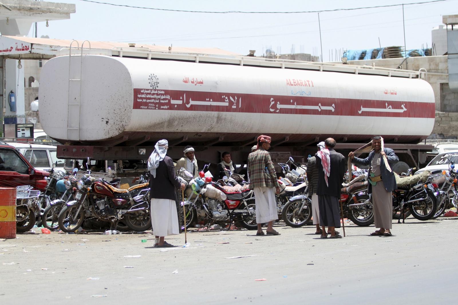 Fuel shortage Yemen