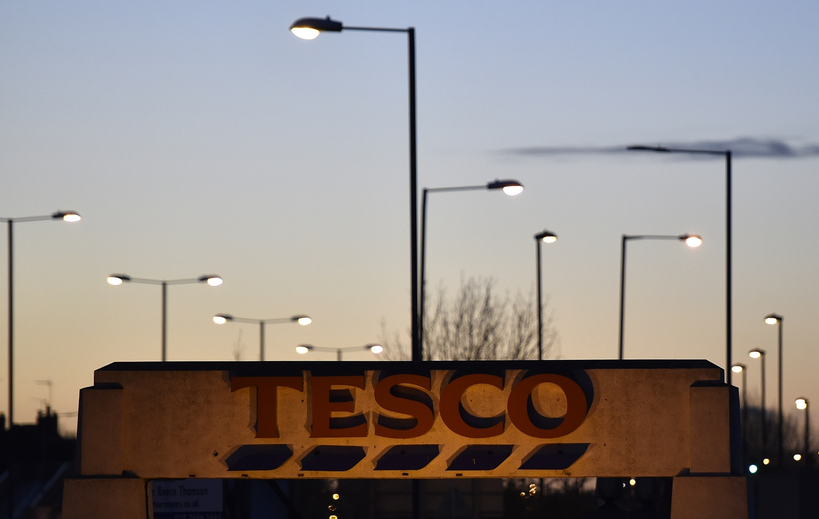Market round-up: Tesco losses drag the FTSE 100 down