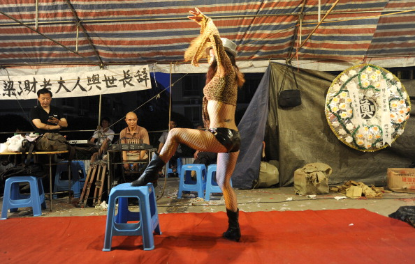 Chinese authorities target funeral strippers