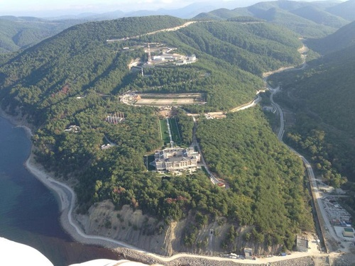 Aerial pictures allegedly showing Putin's Black Sea