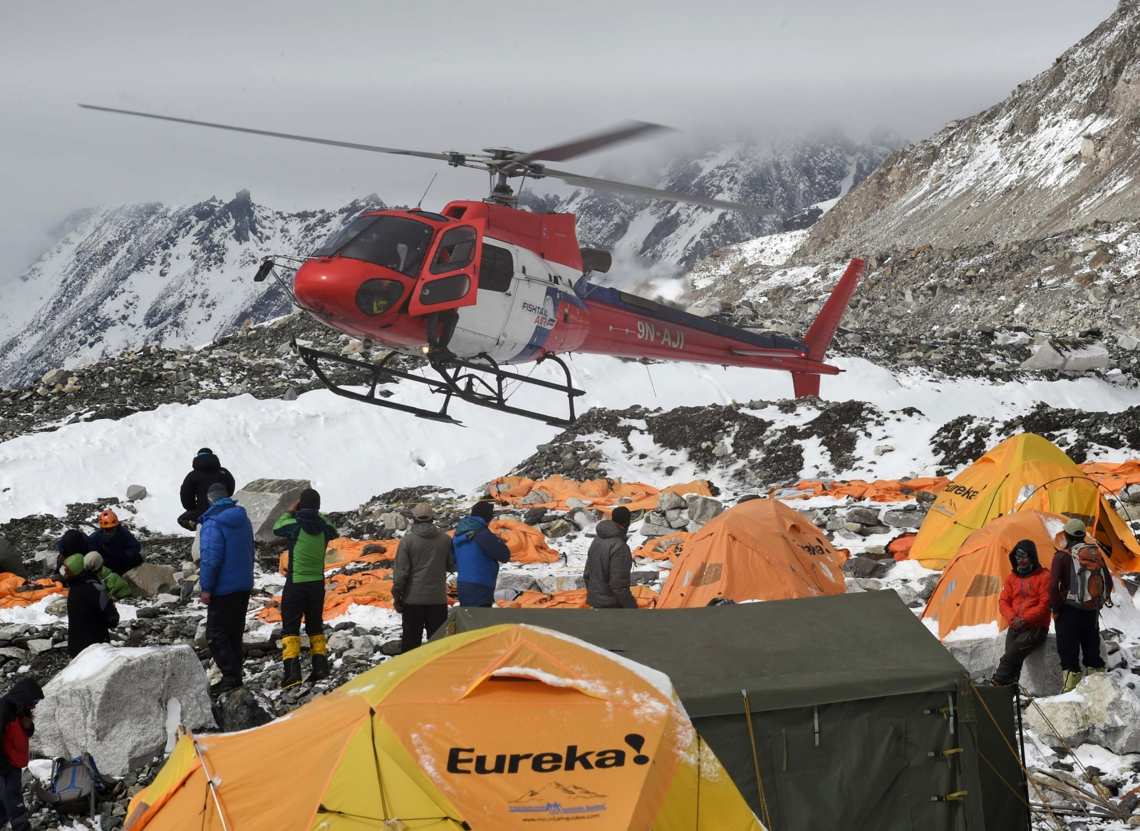 Rescue teams Everest