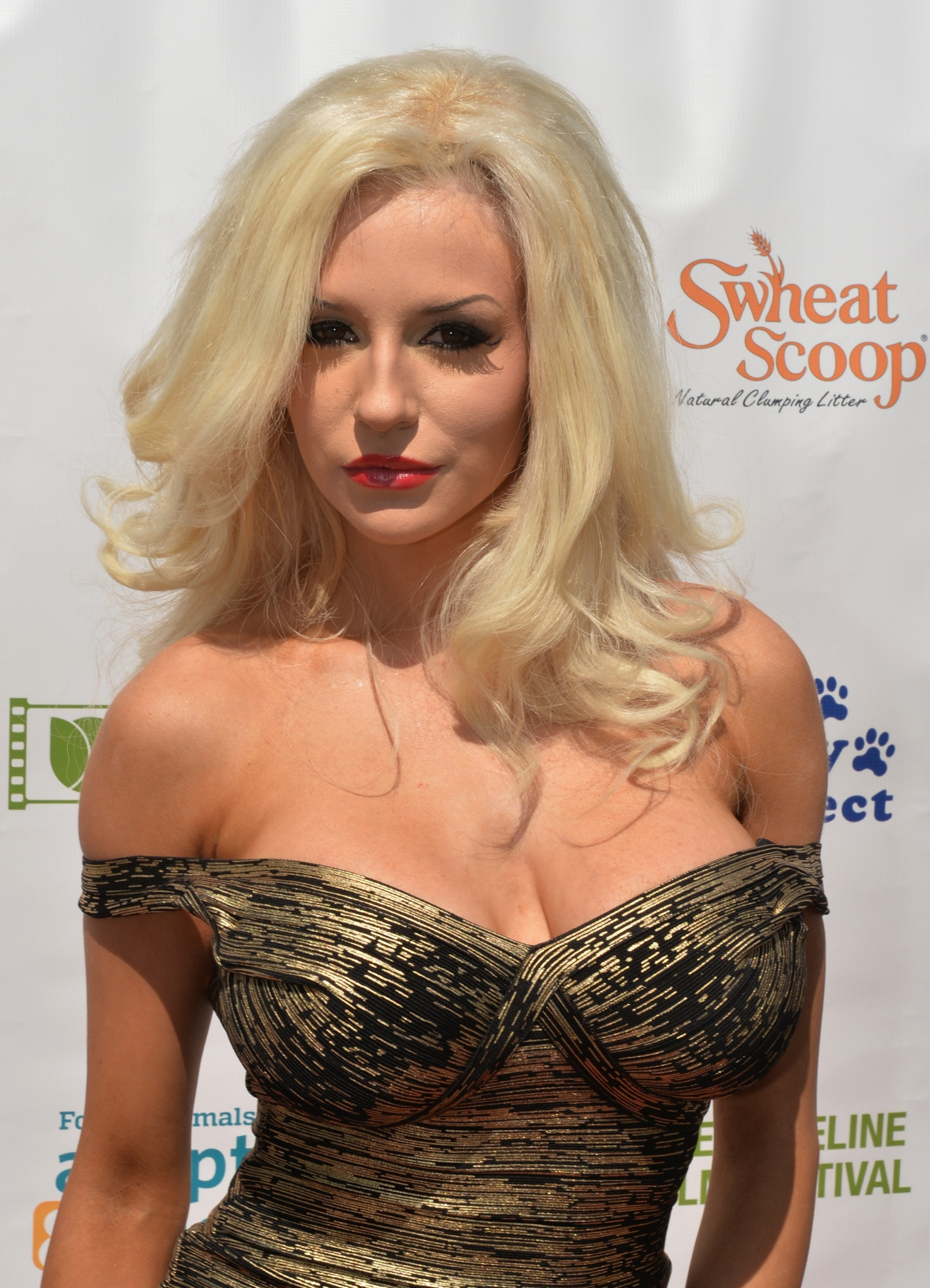 Courtney stodden shows off her boobs and butt onlyfans 5 pics video