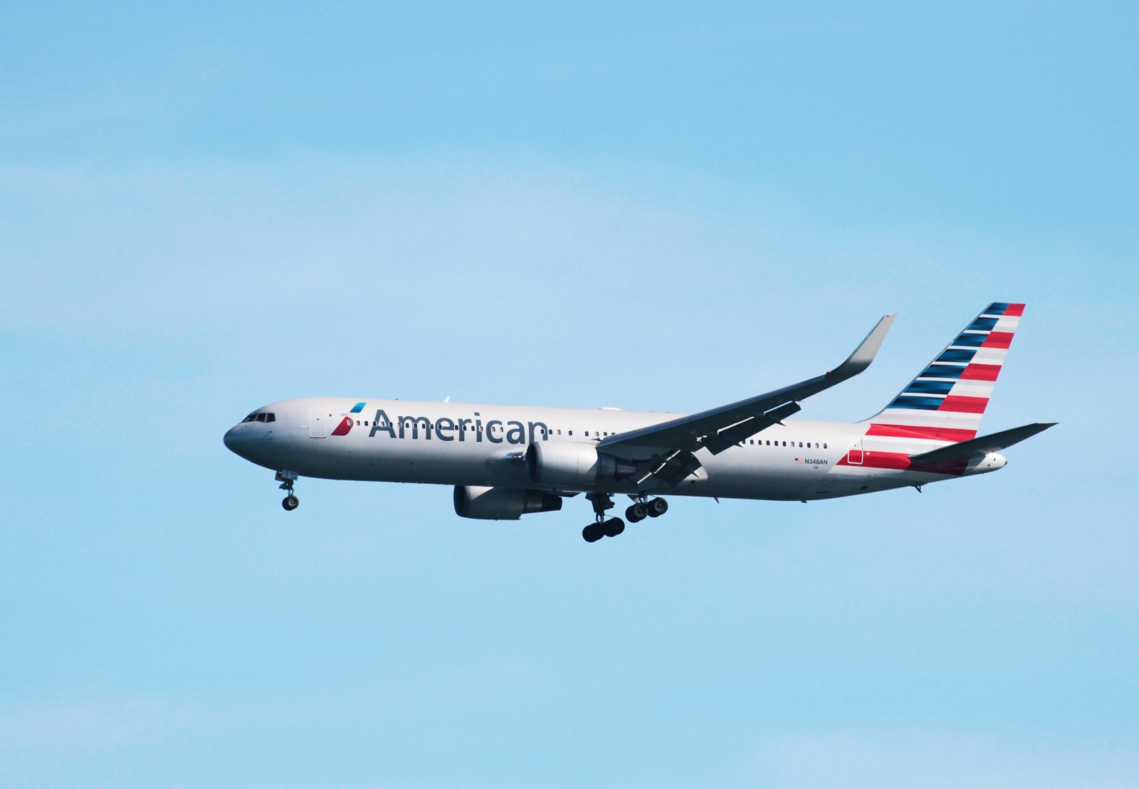 American Airlines pilot dies during flight after suffering ...