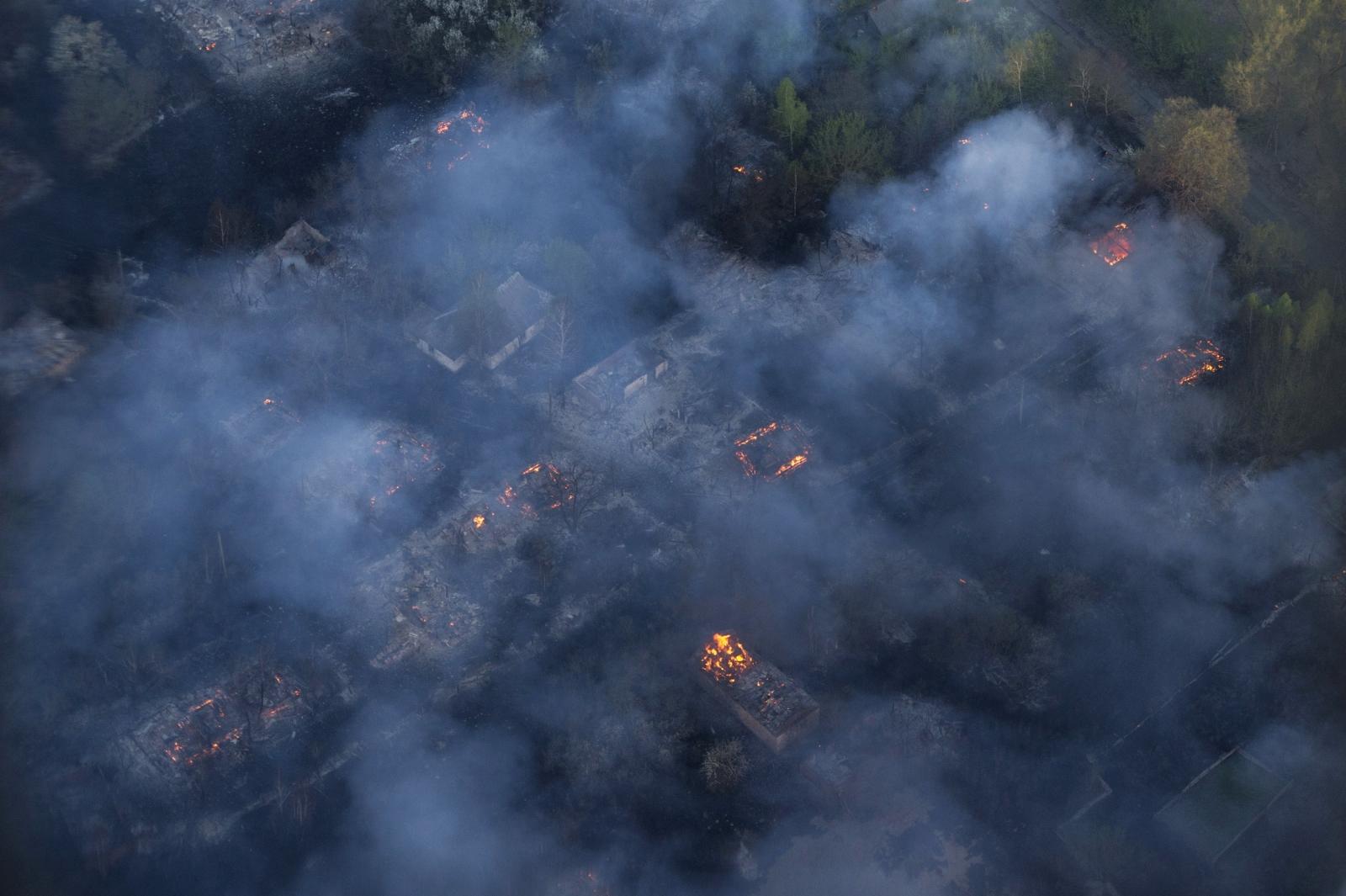 Ukraine blaze nears Chernobyl nuclear disaster zone