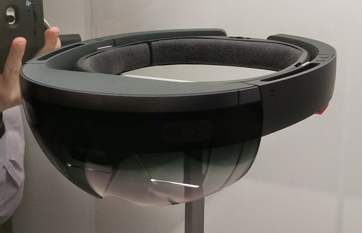 HoloLens Hands-on: Microsoft\'s VR headset could change