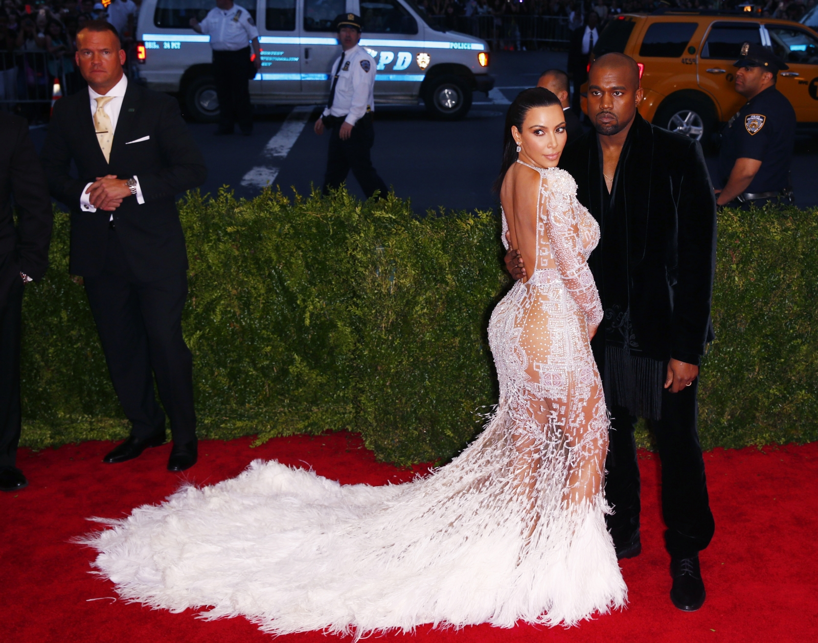 45b7a75755c60 Kim Kardashian and Kanye West wedding anniversary: Body language ...