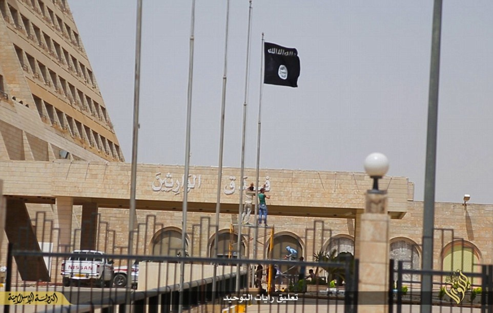 isis raises its flag