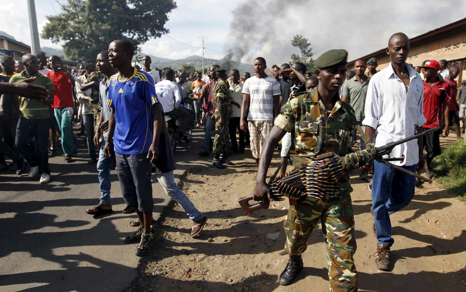 Burundi police protest army