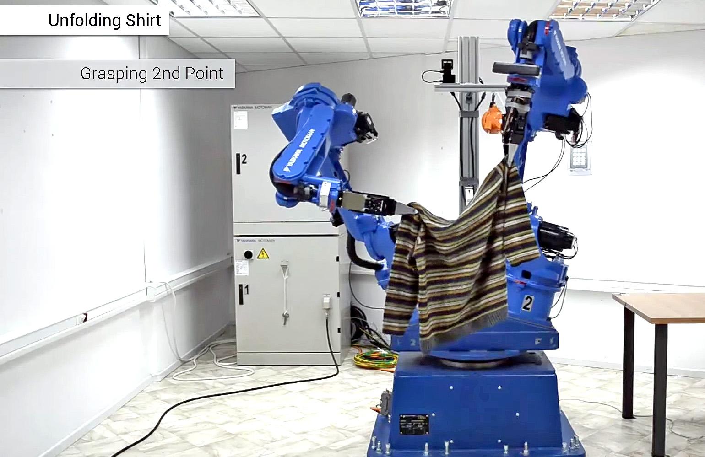Dexterous Blue robot can fold clothes