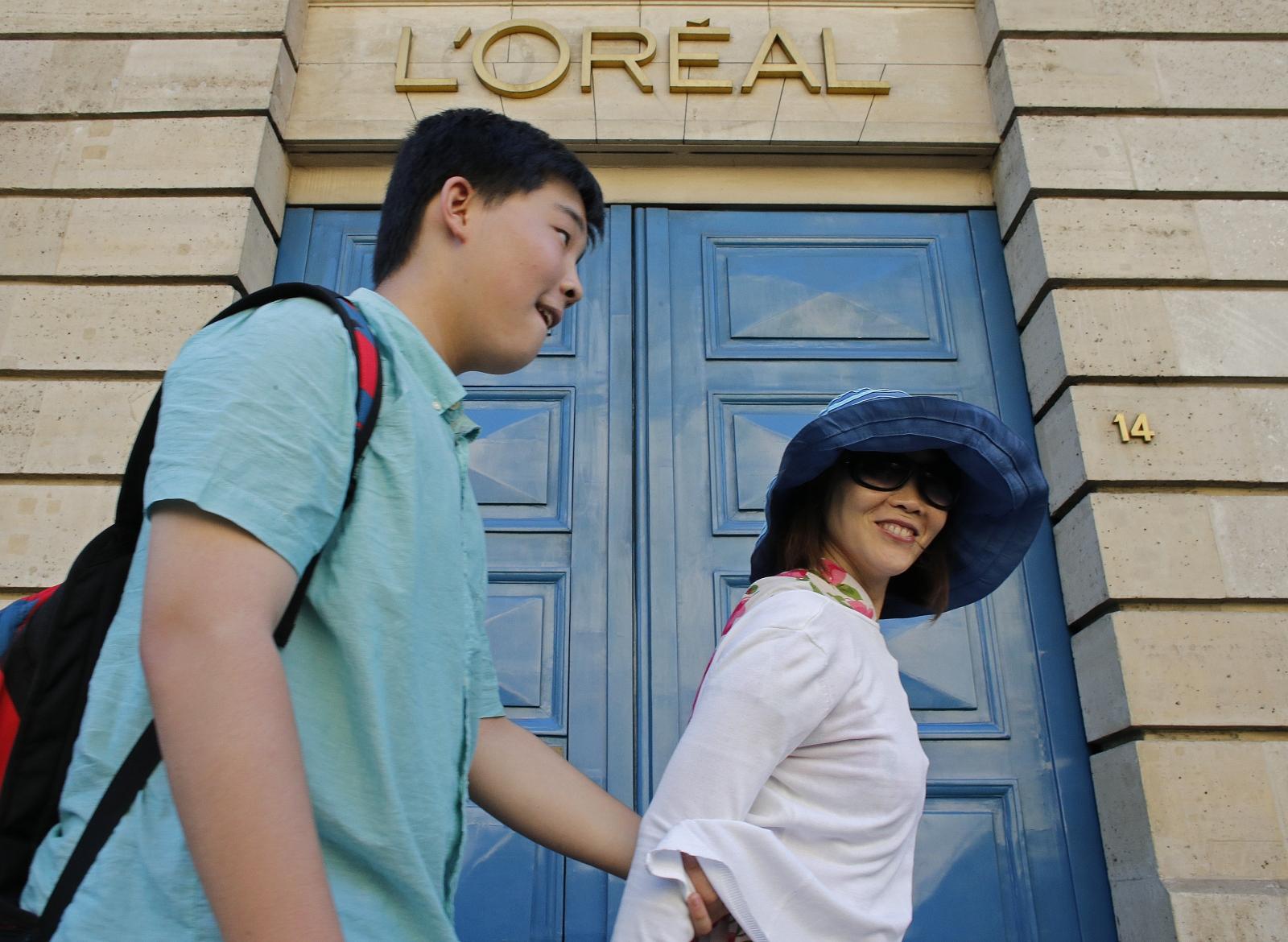 Paris tourists