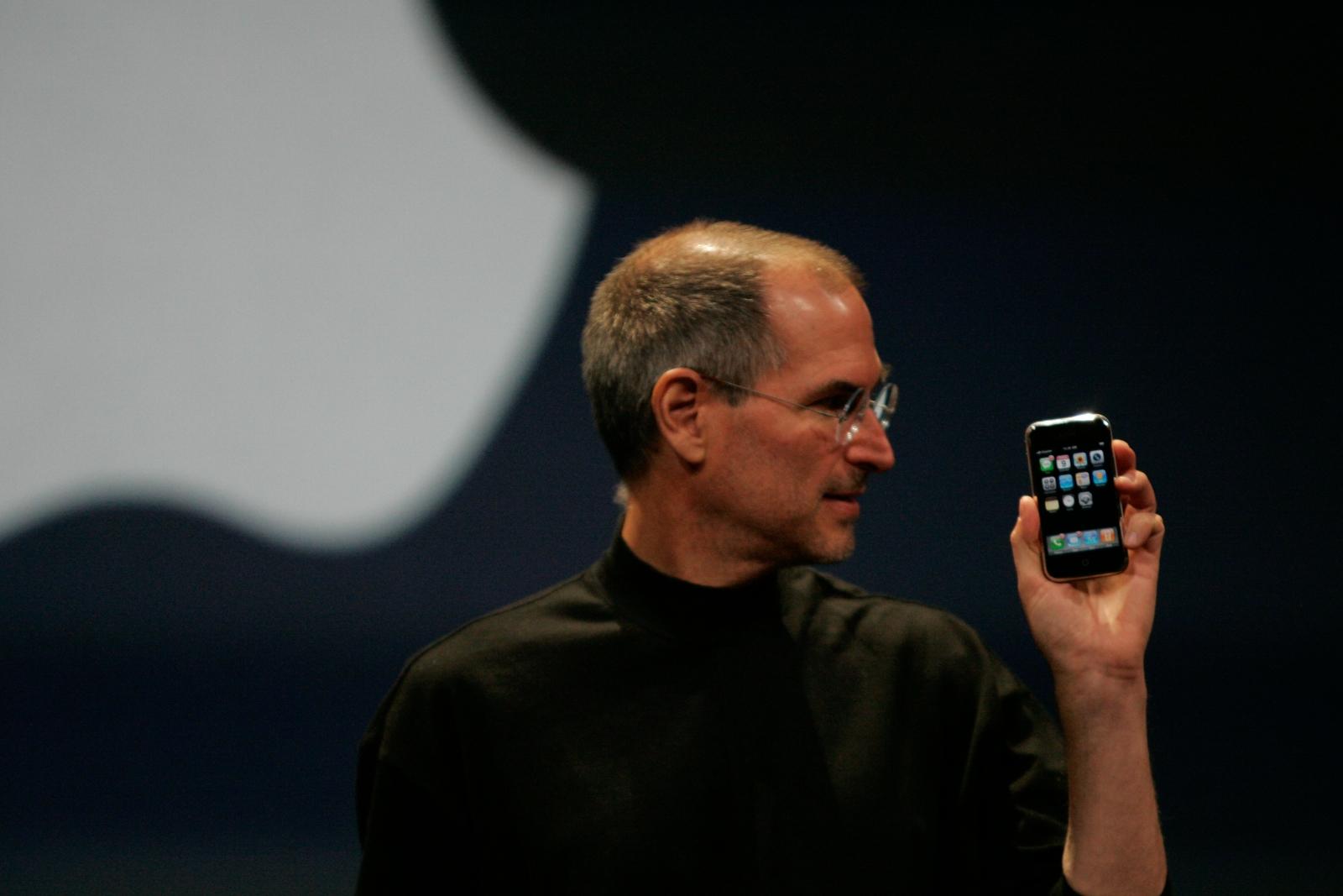 Jobs: How A 'golden Path' Steered Steve Jobs Around Bug-filled