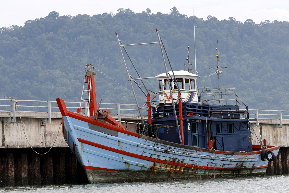inside rohingya boat