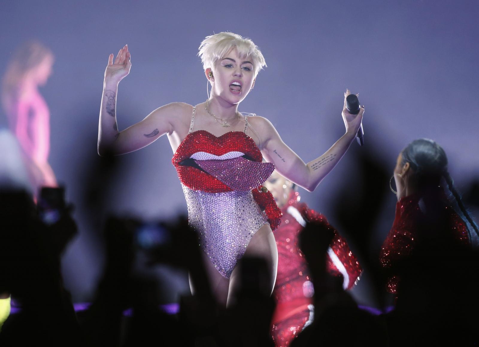 Miley uncensored pics cyrus