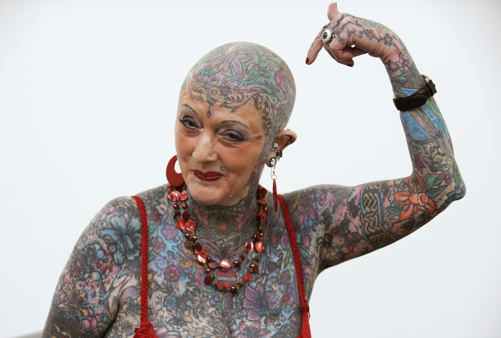 world 39 s most tattooed female senior citizen isobel varley dies