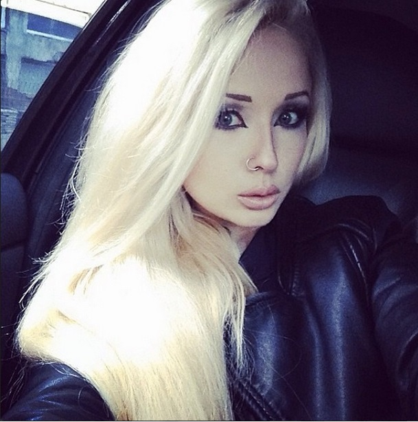 valeria lukyanova human barbie is building muscles as