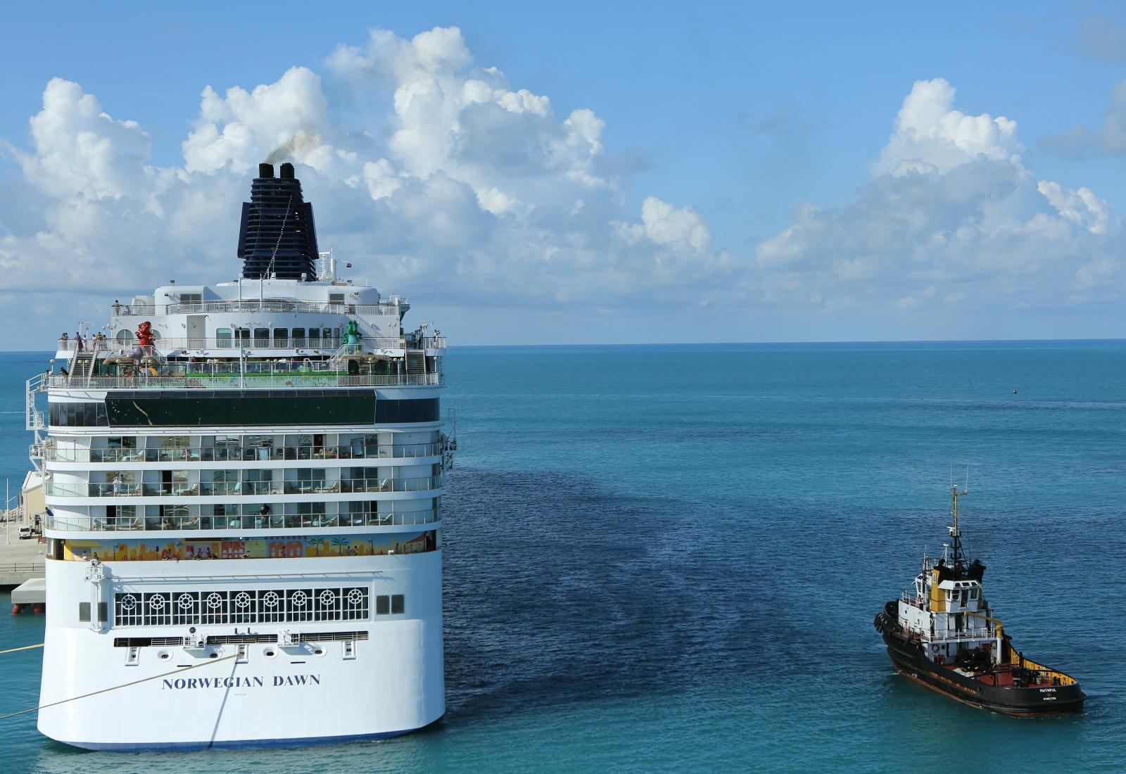 Breaking Norwegian Cruise Liner From Boston Runs Aground In Bermuda