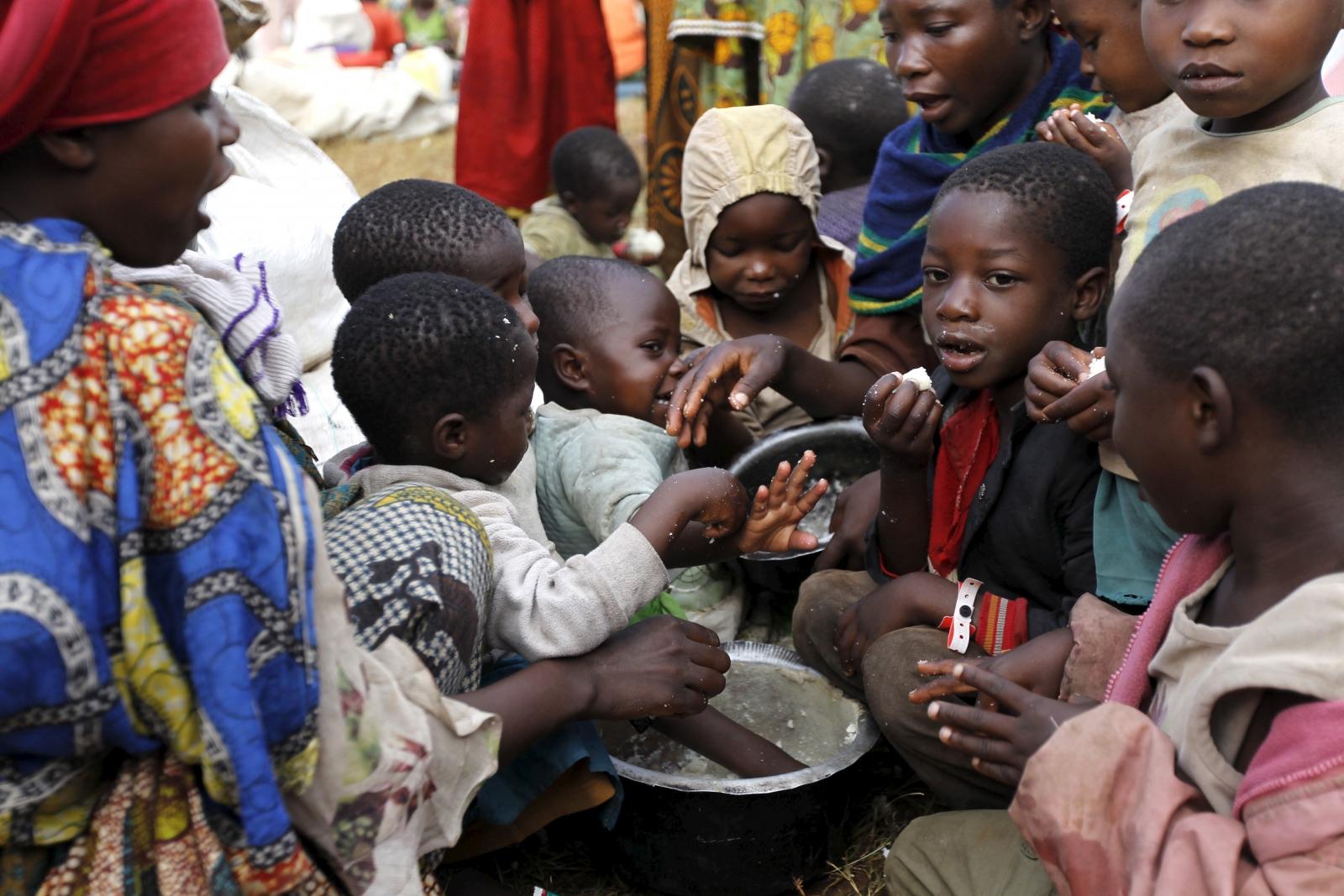 Children refugee Burundi food