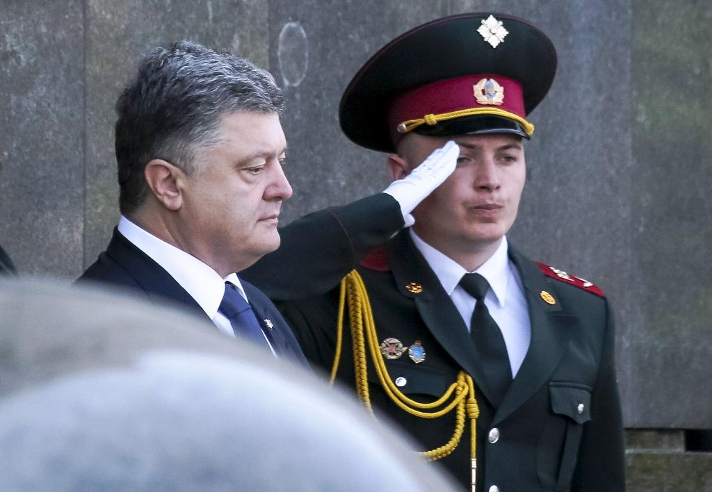 Ukraine's Economy May Shrink 10% in 2015