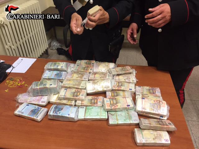 Bari Carabinieri cash