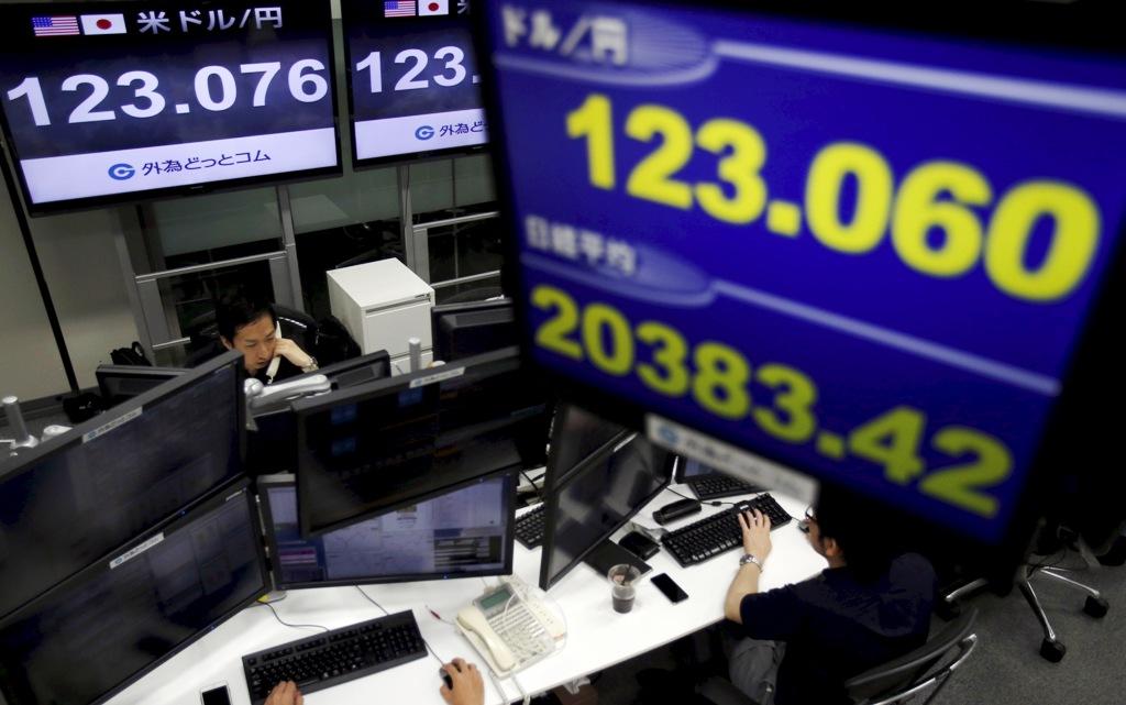 Monitors display USD/JPY exchange rates
