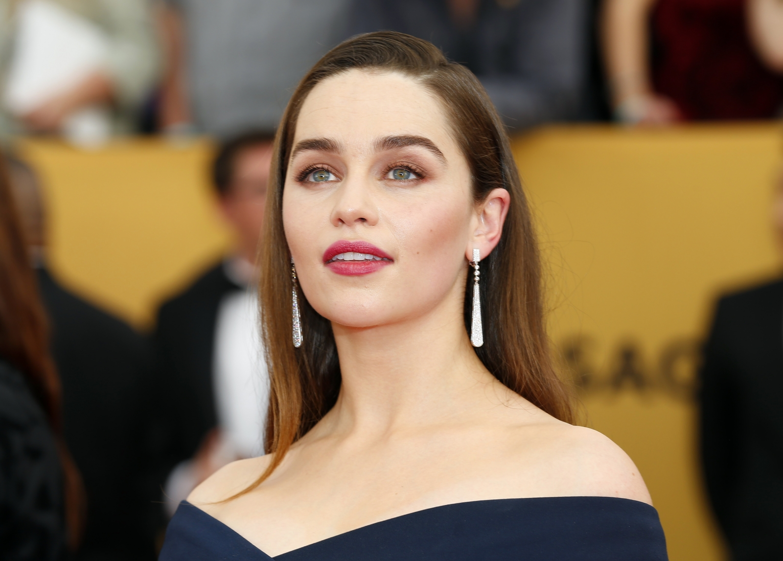 "Emilia Clarke says dating is ""impossible"""