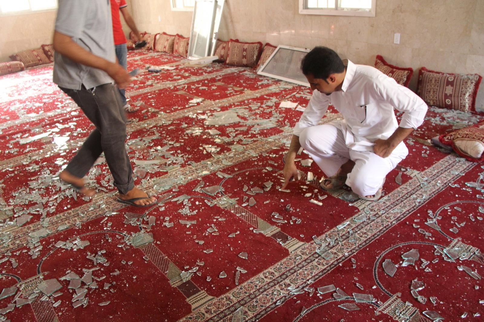 Saudi Arabia bomb Shi'ite mosque