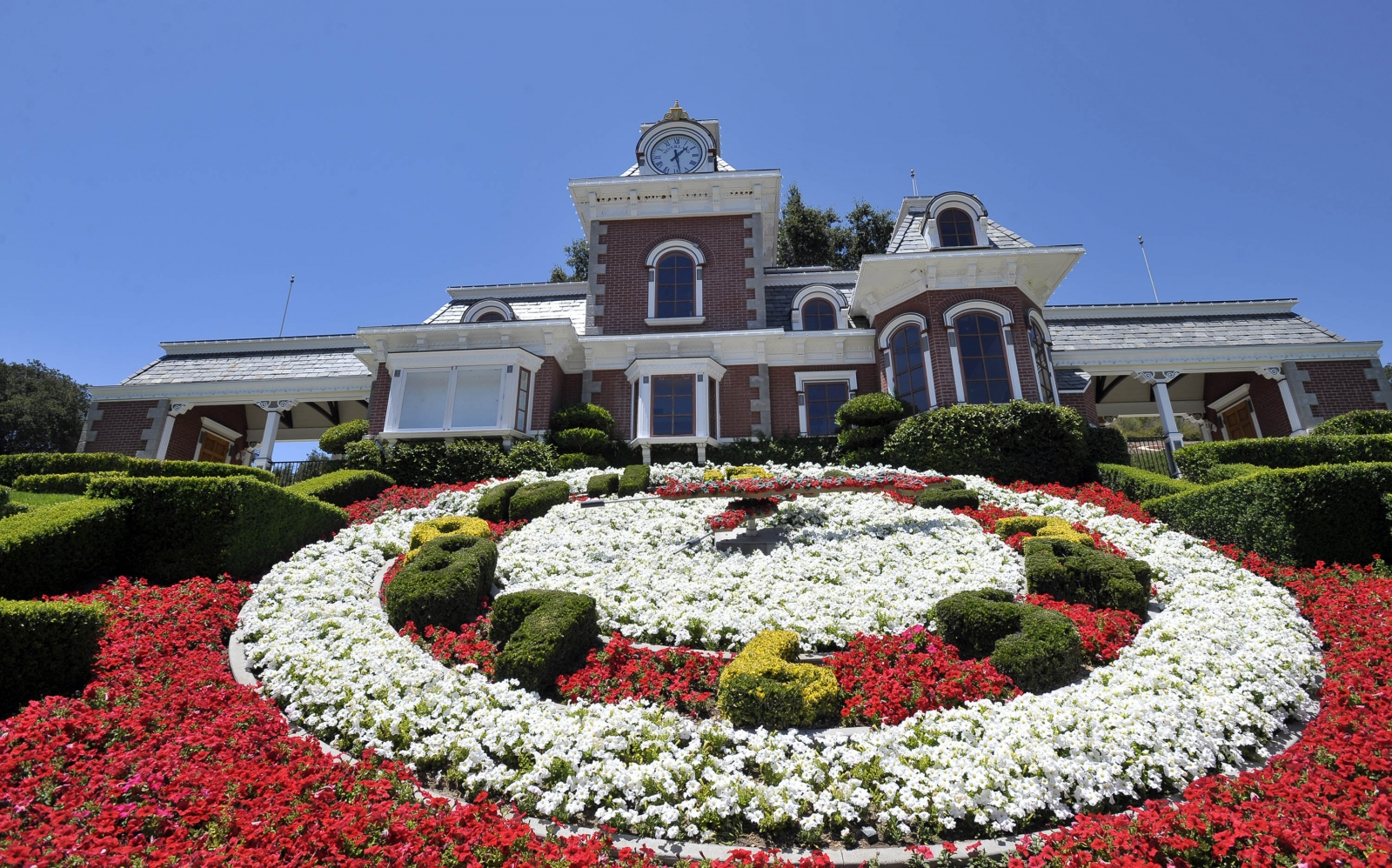 Michael jackson neverland ranch on sale for 100m 6 for Michael jackson house for sale