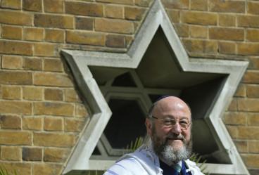 Rabbi Ephraim Mirvis has attacked Belz ruling