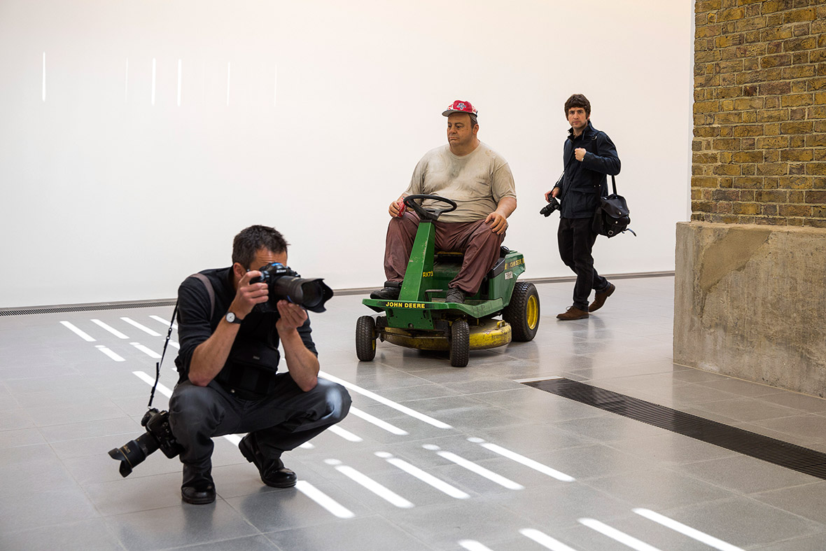 an analysis of duane hanson and his works Sculpture as deconstruction: the aesthetic practice of ron  is followed by an analysis of the three new works from  such as duane hanson began to sculpt.
