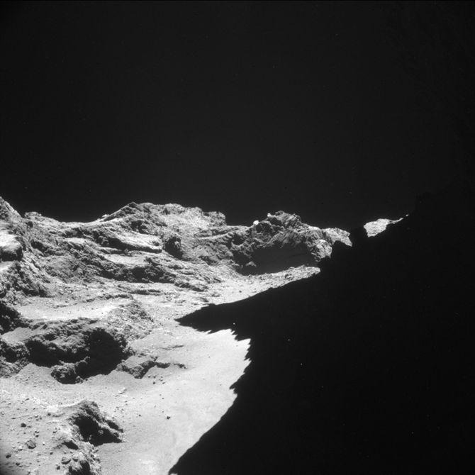Rosetta close-up images of Comet 67P show eerie ancient ...