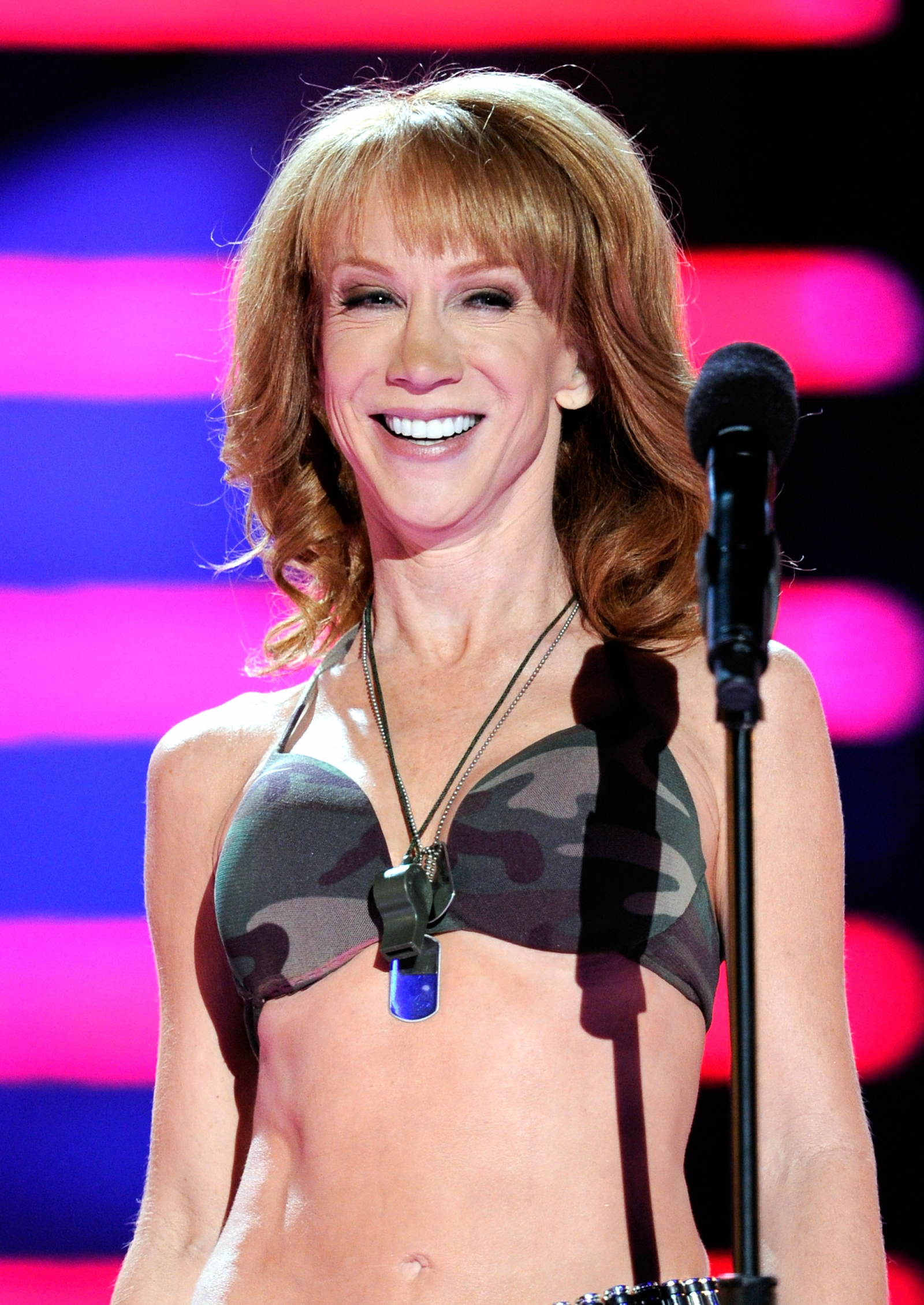Kathy Griffin goes completely nude for