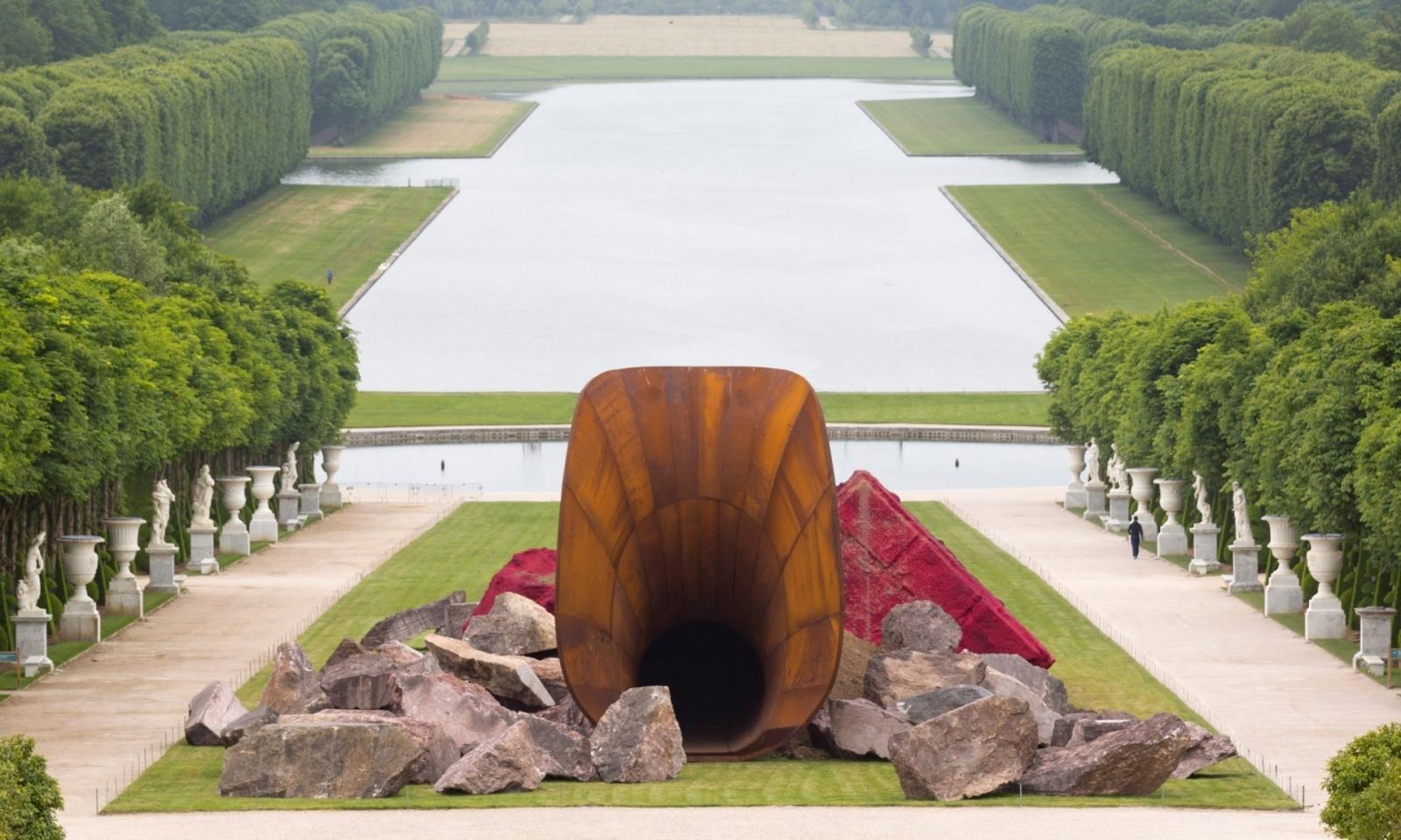 Kapoor Paris sculpture