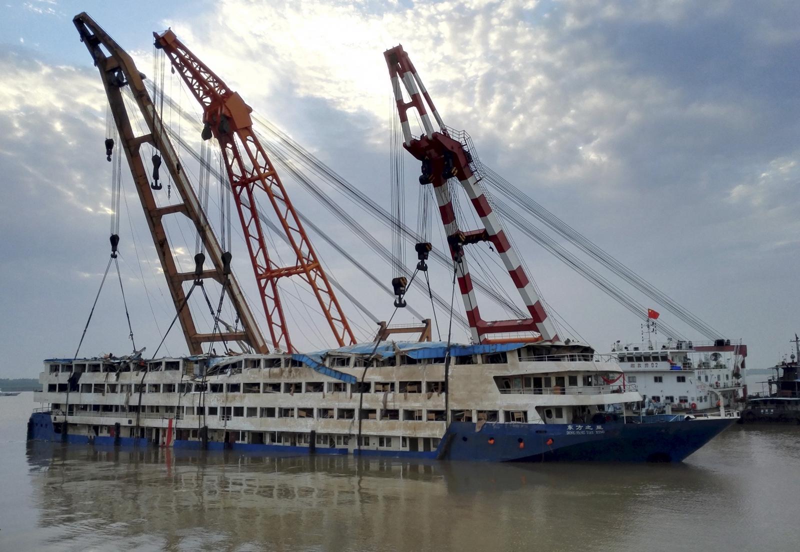 Yangtze River capsize