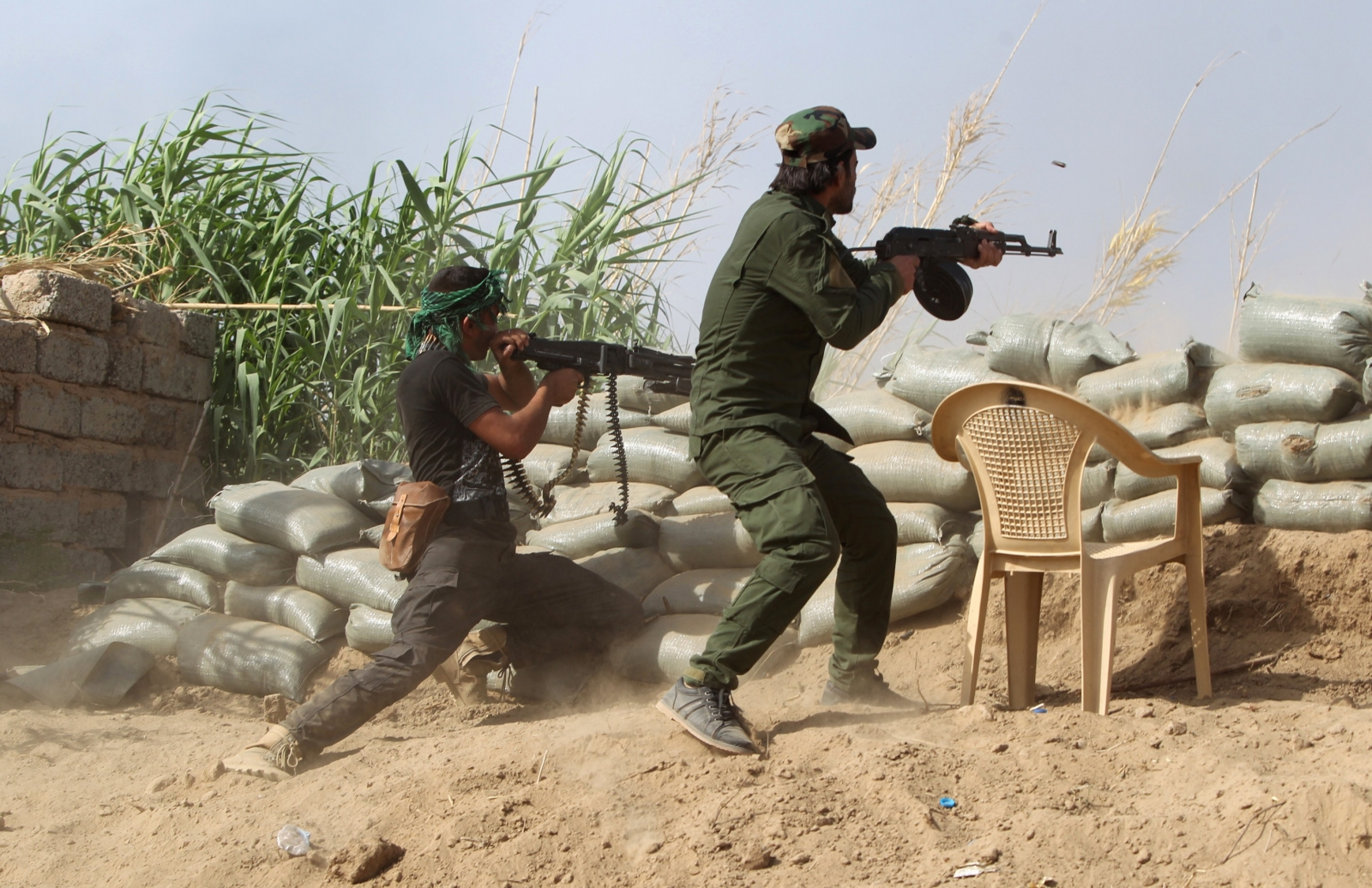 Sunni fighters battle Islamic State