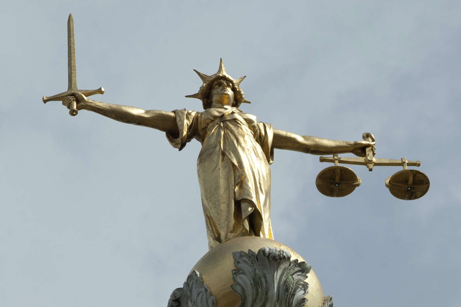 Old Bailey Statue Justice Law UK Crime