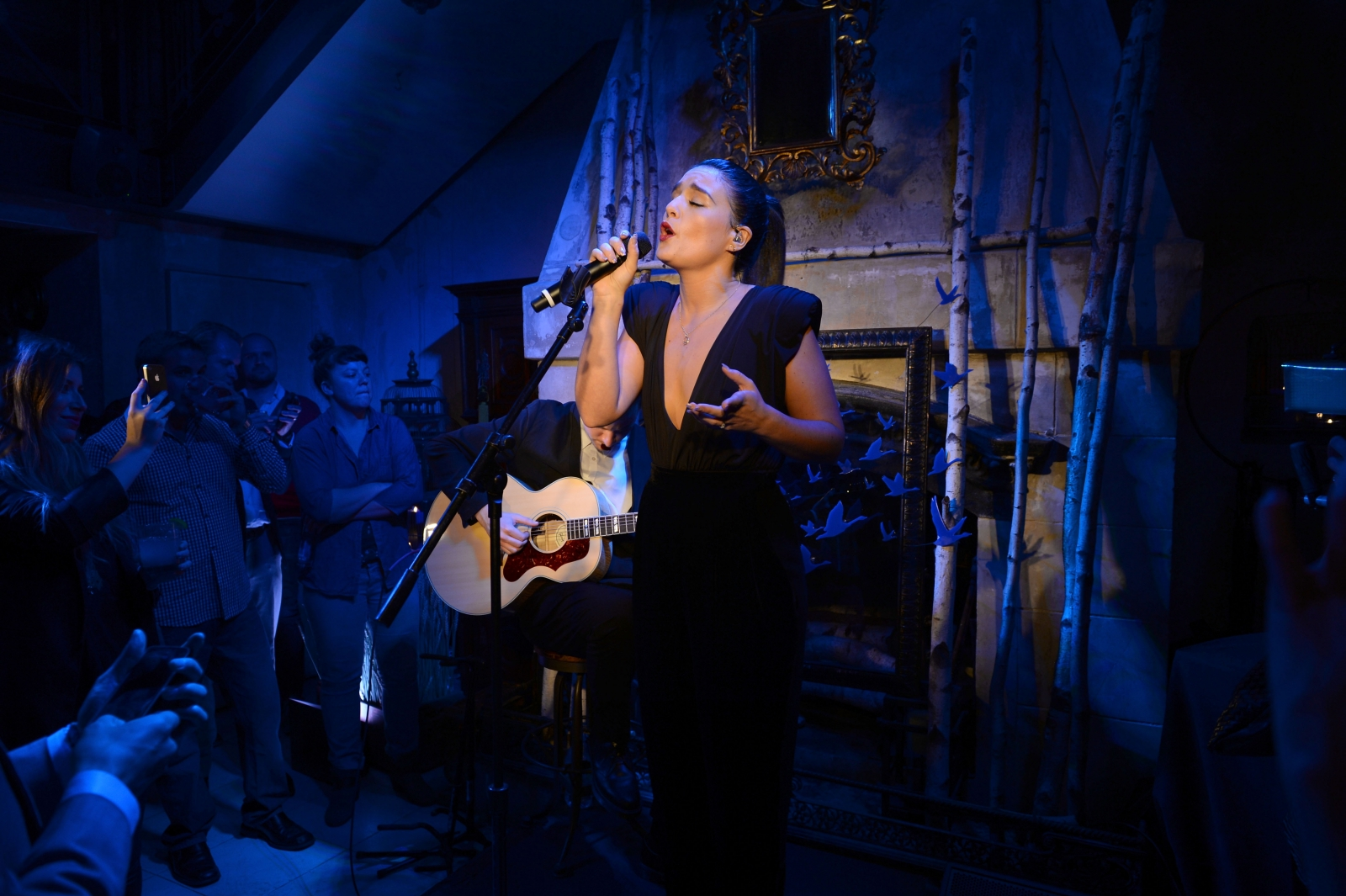 Jessie Ware performing