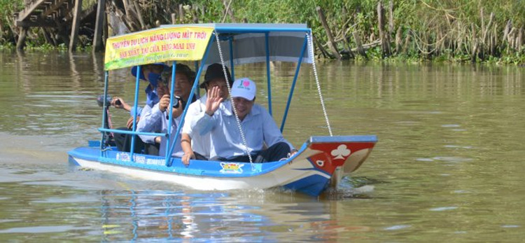 A solar-powered boat invented in Vietnam