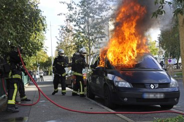 Car burning France