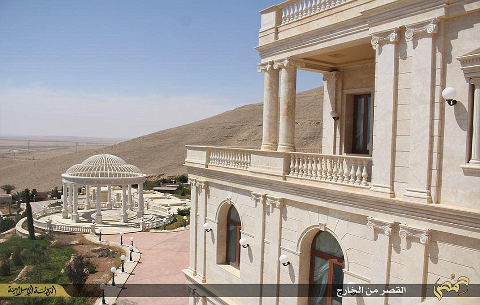 Islamic State Qatari Royal Family 39 S Syrian Mansion Becomes Isis 39 Luxury Headquarters