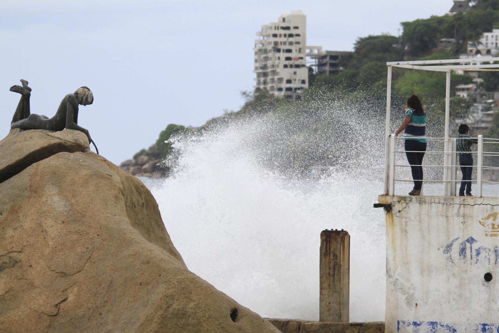 hurricane Carlos approaches Acapulco